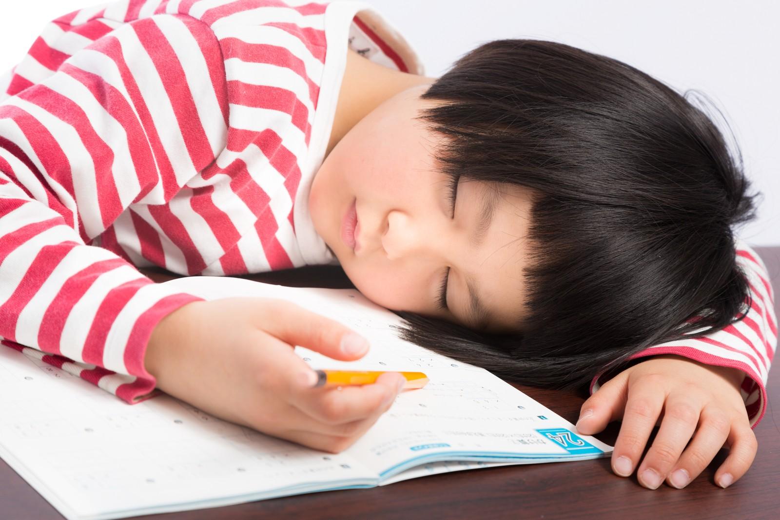 昼食後に眠くなるのは「糖質」が原因